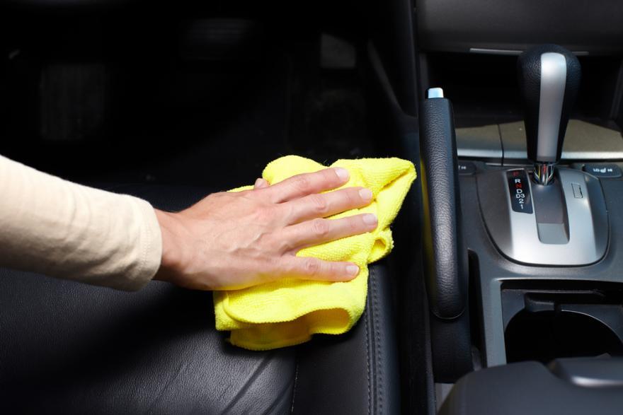 Entretien intérieur voiture cuir pas cher